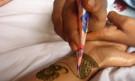 Tatouage au henné noir
